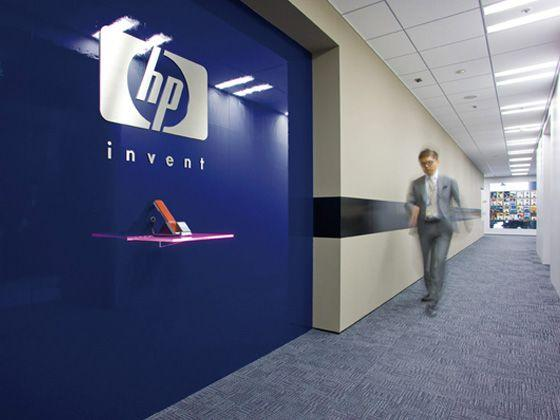 Hewlett-Packard Japan, Ltd./【Entrance area】Simple reception area based on 'simple design' policy. Reception table in seven colors creates an impact.