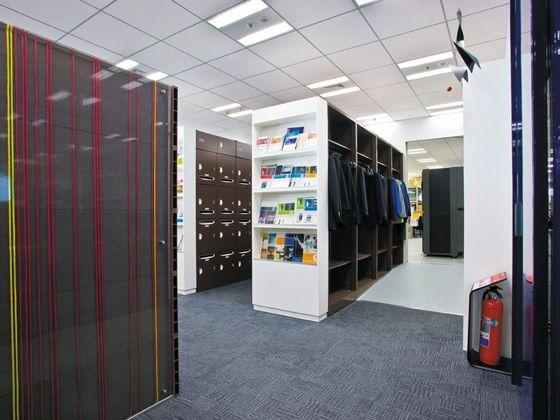 Hewlett-Packard Japan, Ltd./【Storage area】Space for personal lockers and coat hangers to put the address-free approach into practice.