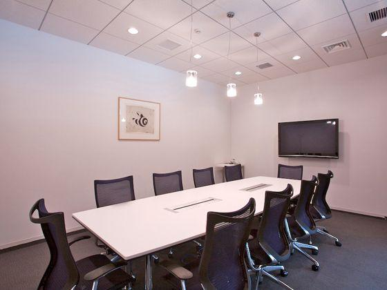 Tokyo Electron Device LTD./【Meeting room for visitors】The meeting room for visitors accommodates multimedia presentations.
