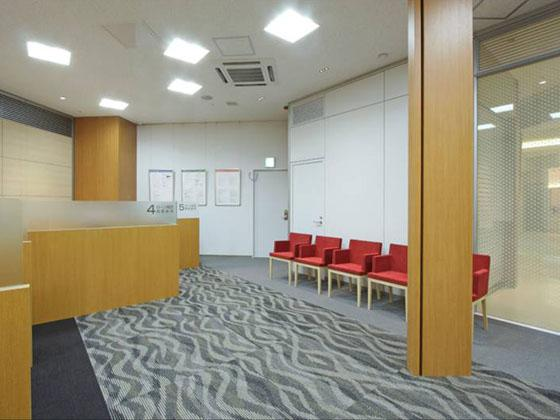The Okazaki Shinkin Bank/【Consultation booth】Panels are set up for privacy.