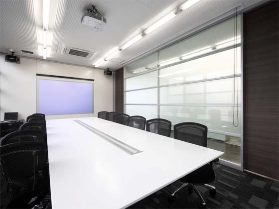 Wada Aircraft Technology Co., Ltd./【Communication area】The meeting rooms have a modern look.