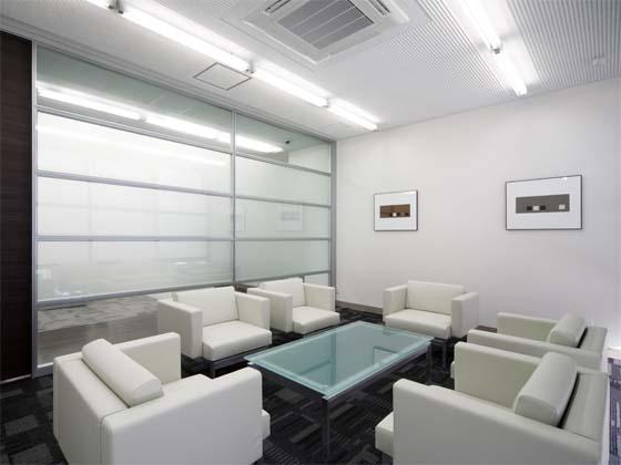 Wada Aircraft Technology Co., Ltd./【Communication area】The reception rooms feature a modern design.