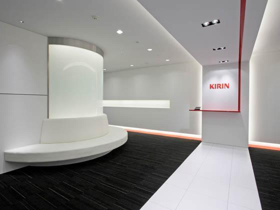 Kirin Kyowa Foods Company, Limited/【Entrance area】(Entrance area 1) A simple entrance accented with Kirin Red.