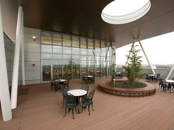 COSMO SYSTEM, inc/【Rooftop garden】Take a breath of fresh, outside air to refresh yourself.