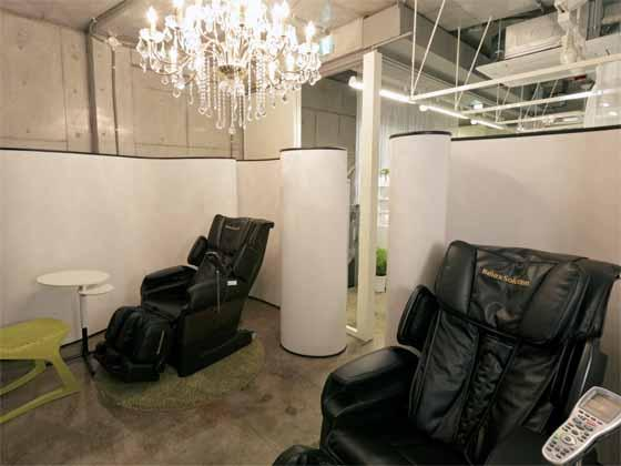 iibon.s/【Nail salon】(Partout - Nail salon on 2nd fl.) Relaxing massage chairs.