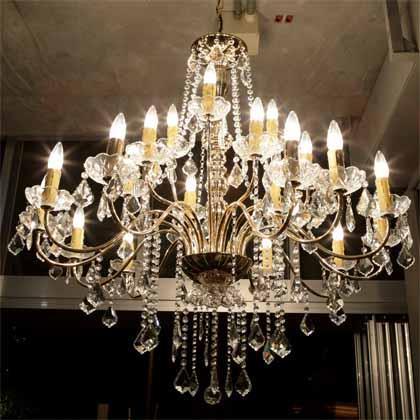 iibon.s/【Café】The chandeliers exude class.