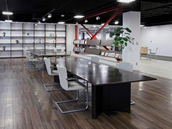 ABB Bailey Japan/【Library】The office's books are concentrated in the library.