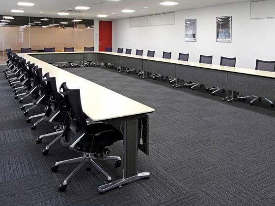 ABB Bailey Japan/【Large meeting room】This space is used for important company and customer meetings.