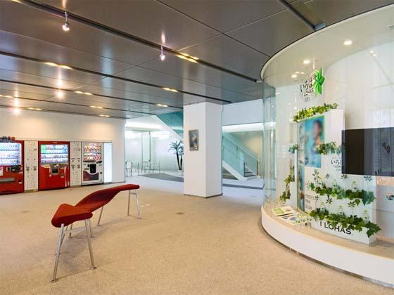 Coca-Cola West Co., Ltd./【Entrance】The lobby space allows people to view information from distinctive benches.