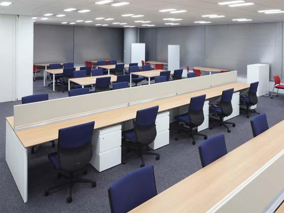 Meiko Network Japan Co., Ltd./【Office area】The address-free seating by the windows are comfortable and used often.