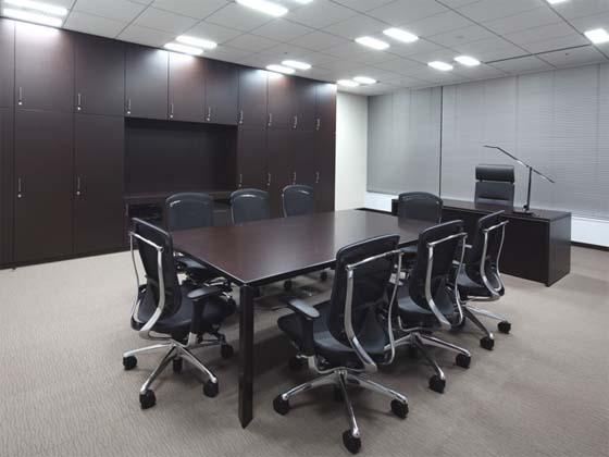 Meiko Network Japan Co., Ltd./【Executive area】The executive offices use built-in storage elements to improve storage efficiency and provide sound insulation.