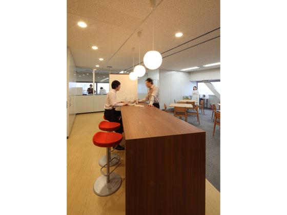KAGOME CO., Ltd./【Break area】The salon is a place for cross-divisional communication.