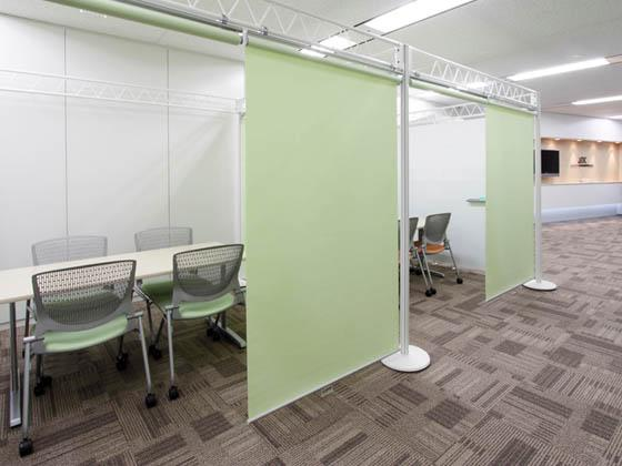 JR Tokai Corporation/【Communication area】A room-in-room discussion area.