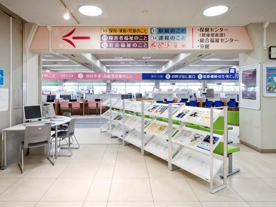 Yotsukaido City/【Information space】The easy-to-understand signage is based on universal design principles.