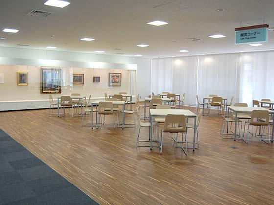 Ome City/【Break area】The cafe showcases Ome works of art.