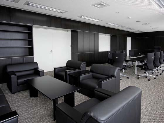 Ome City/【Executive area】The stately, modern mayor's office reflects the tones of the architecture and furnishings.