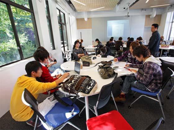 Kaetsu University/【Individual instruction】Individual instruction Supplementary instruction is provided by teaching assistants to deepen understanding.
