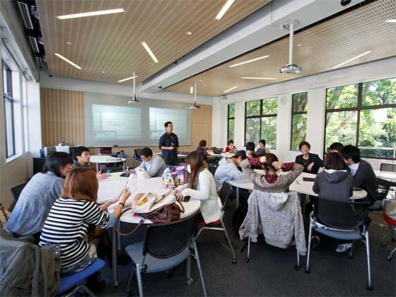 Kaetsu University/【Place to practice 'half-learning, half- teaching'】Place to practice 'half-learning, half-teaching' An environment for teaching together and learning together within the group.