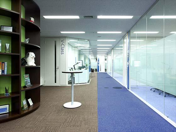 Global Knowledge Network Japan, Ltd./【Passageway (break space)】Communication is promoted with a break space that faces the classrooms.
