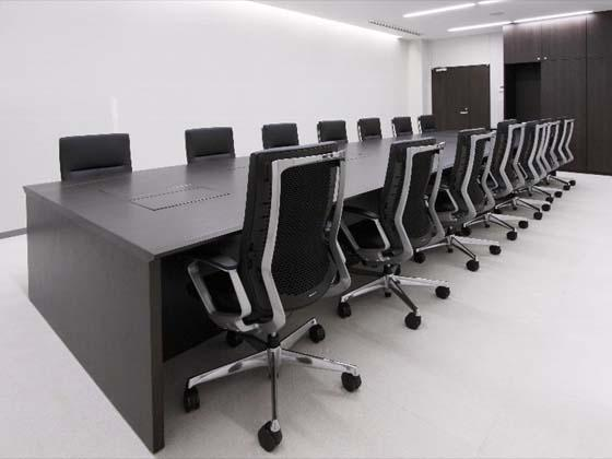 Kyowa Medical Corporation/【Meeting area】Embedded monitors help participants share information and make meetings paper-free.