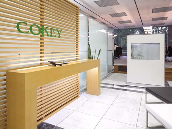 Cokey Co., Ltd./【Entrance area】(Entrance area) Produces a healing effect with an aquarium panel.