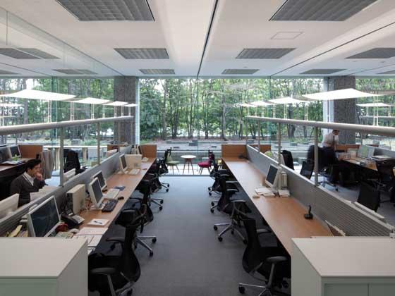 Cokey Co., Ltd./【Office area】(Office area) The lighting changes from light that wakes you up in the morning to vigorous light midday.