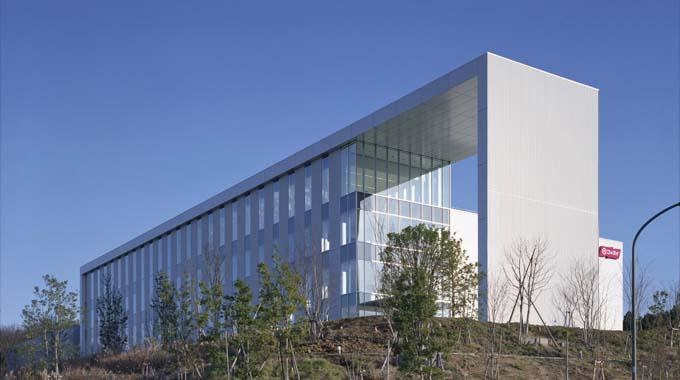 Nippon Suisan Kaisha, Ltd./【Building exterior】Distinctive design that has become a local landmark.