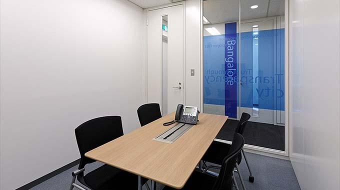 HCL JAPAN LTD./【Meeting room】There are eight meeting rooms, ensuring plenty of meeting space.