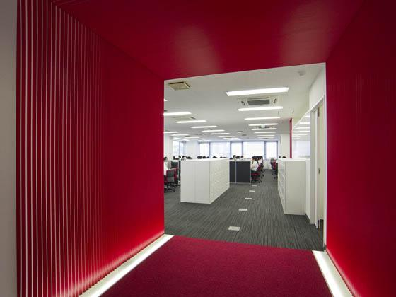 Plenus Company Limited/【Office area (Office area-gate, ON)】A mechanism for changing workers' mood using a gate (concentration mode)