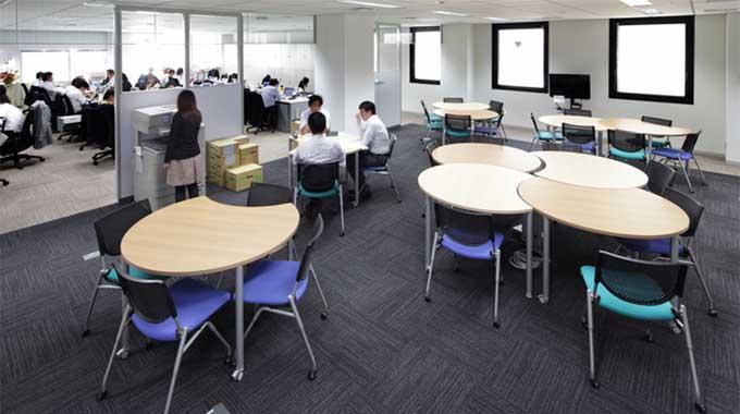 MS & AD Systems Company, Limited/【Open meeting area】East-to-west open meeting area which can be freely arranged according to the number of people