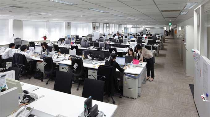 MS & AD Systems Company, Limited/【Office area】Office area using bench tables