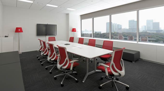 "Triumph International (Japan) Ltd./【Meeting room】Users can hold meetings while gazing out at Hamarikyu. Equipped with the floor type of ""Triumph light."" The brand name is shown in each meeting room."