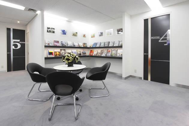 SEKISUI HEIM Chubu Co. Ltd./【Open lounge】We gathered the relevant books here so that the customers can enjoy and relax