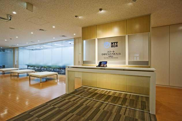 NTT West Kumamoto Branch/【Entrance area】An open space facing a glass meeting room