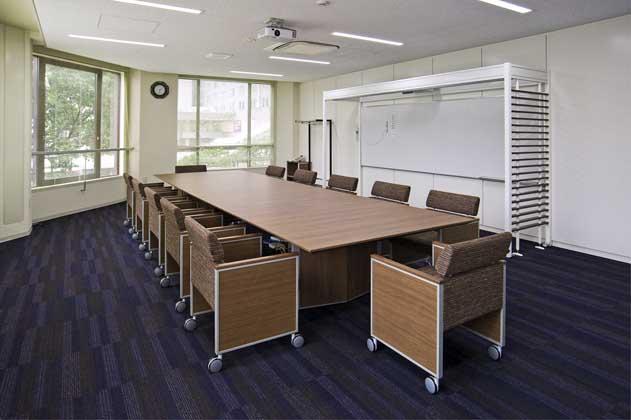 NTT West Kumamoto Branch/【Meeting area】A space enabling sophisticated meetings utilizing ICT tools