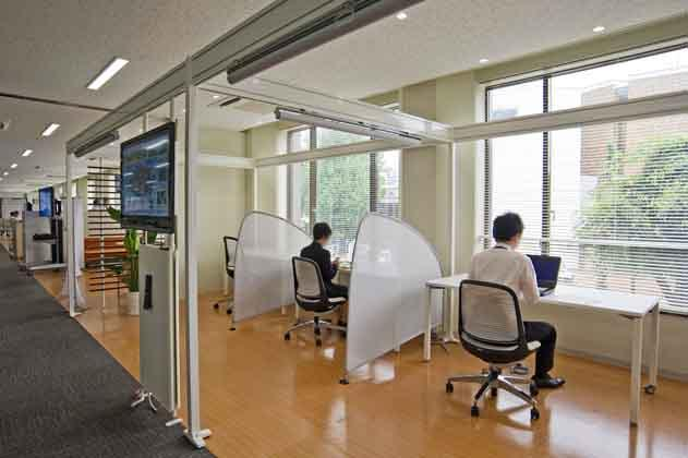 NTT West Kumamoto Branch/【Office area】We designed individual concentrated work spaces facing windows