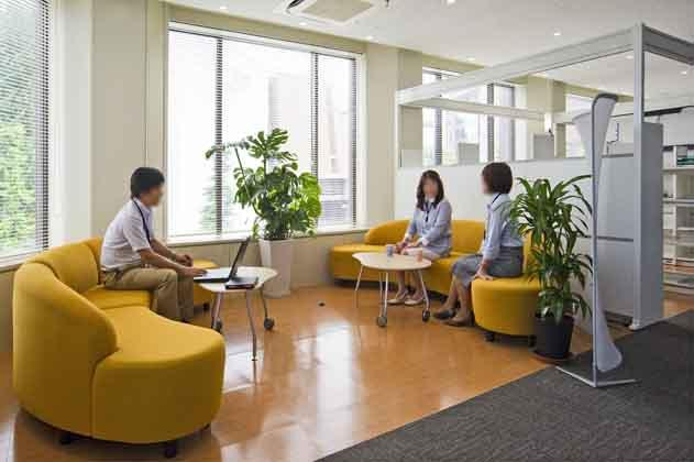 NTT West Kumamoto Branch/【Break area】A space that encourages close exchanges of information through informal conversations