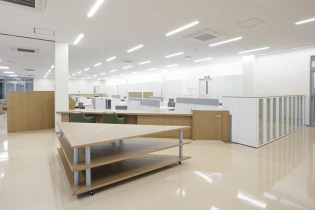 Shimizu Agricultural Cooperative/【Agricultural supplies display area】The height of the display shelves is set a little lower in order to make the displays easy to see and select
