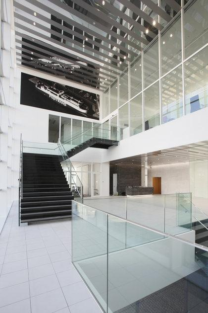 Fujitrans Corporation/【Entrance area】A bright and expansive entrance hall.