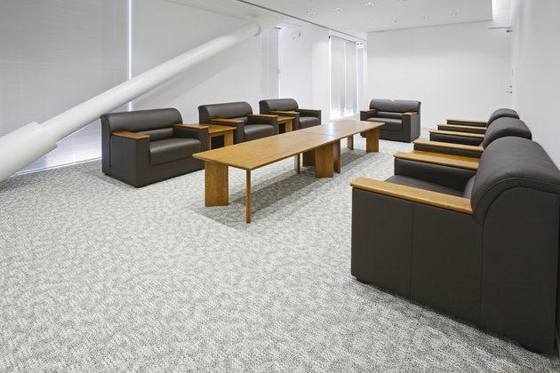 Fujitrans Corporation/【Reception room】Reception-room furniture was made with wood obtained from the thinning of the Fujippu company-owned forest.