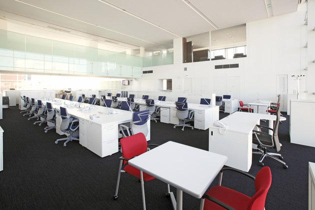 Fujitrans Corporation/【Office area】An expansive office area with a two-story open ceiling.