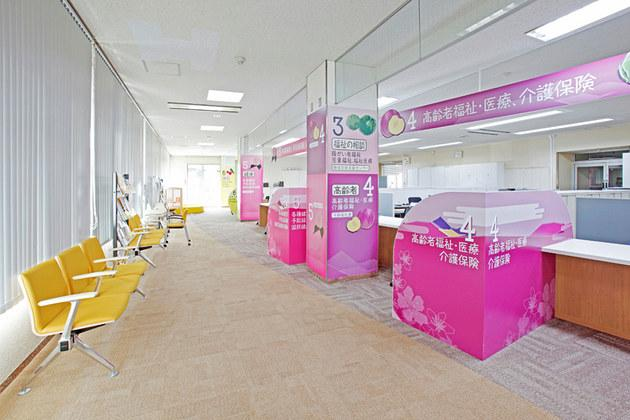 Town of Matsukawa in Nagano Prefecture/【Health and welfare section area】A booth-type counter that accommodates consultations where privacy is necessary.