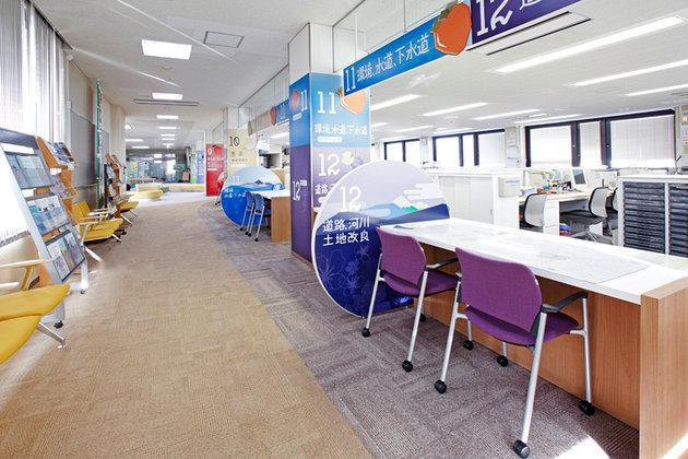 Town of Matsukawa in Nagano Prefecture/【Construction section and environment/water supply section area】User chair color is matched to the service counter color.