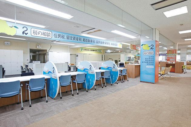 Town of Matsukawa in Nagano Prefecture/【Resident tax section area】A semi-open type of consultation counter with side panels.
