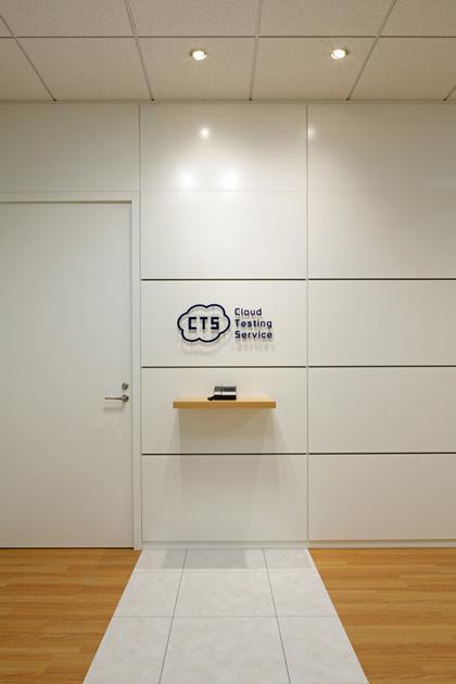 Cloud Testing Service, Inc./【Entrance area】Warm and simple reception area design.