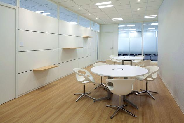Cloud Testing Service, Inc./【Entrance area】This clean-feeling space utilizes white and wood-grained tones.