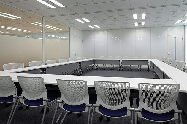 Cloud Testing Service, Inc./【Conference room area (multipurpose)】Multipurpose use is made possible through the utilization of sliding walls and caster-equipped furniture.