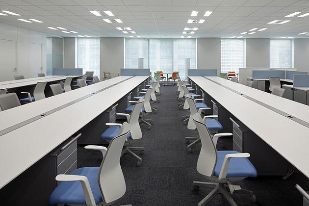 Cloud Testing Service, Inc./【Office area】Work desks with the keynote CI color blue.