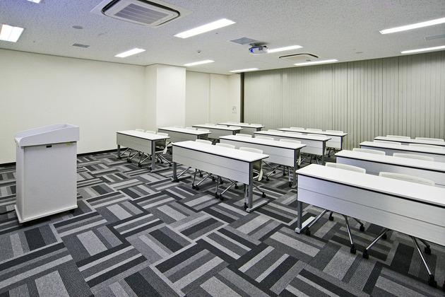 Mymy School Co., Ltd./【Classroom 3】Bright interior finishing was used in this classroom for a relatively small number of students.