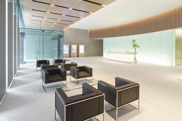 The Niigata Nippo Co., Ltd./【Entrance area】The Niigata Nippo reception area was established separate from the main entrance.